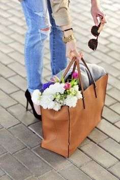 Love the skinny jeans with heels - and the detail shot of flowers and the big bag...the big bag in itself sort of shows that you can put everything in your bag for the day and you're set lol work at a coffee shop, the beach, watching sailboats, or in Italy - wherever it is, you've got the causal luxury touch!