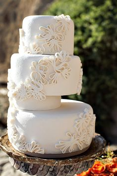 Tips For Buying Your Dream Wedding Cake Gorgeous Cakes, Pretty Cakes, Amazing Cakes, Unique Cakes, Creative Cakes, Quilling Cake, Paper Quilling, Square Wedding Cakes, White Cakes