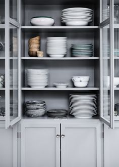 Beautifully styled simple shelves in a grey kitchen dresser Kitchen Dresser, Kitchen Redo, Kitchen Styling, New Kitchen, Kitchen Storage, Kitchen Dining, Kitchen Cupboard, Gray Interior, Kitchen Interior