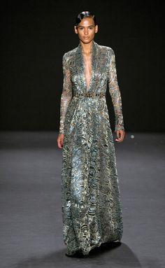 Naeem Khan - Naeem Khan - Nueva York - Mujer - Otoño Invierno 2013- 2014 - Pasarelas, desfiles de moda, diseñadores, videos, calendarios, fotos y backstage - Elle - ELLE.ES