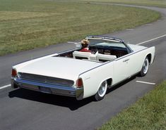 The 1961 Lincoln Continental convertible with its rear grille. #TBT