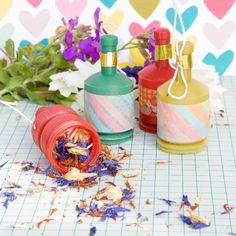 DIY Real Petal Confetti Poppers Forget the silly string and make these beautiful real petal confetti poppers. So simple to make but stunning! Confetti Poppers, Diy Confetti, Party Poppers, Paper Gifts, Diy Paper, Wedding 2017, Our Wedding, Marrying My Best Friend, Diy Pins