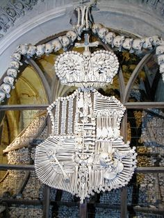 L'Ossuaire de Sedlec République Tchèque - Détail, blason de la maison de Schwarzenberg en os humains