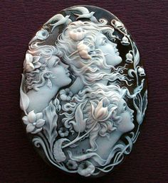 This is an amazing vintage carved Cameo Brooch! Bijoux Art Nouveau, Art Nouveau Jewelry, Jewelry Art, Antique Jewelry, Vintage Jewelry, Jewelry Accessories, Fine Jewelry, Jewelry Design, Looks Vintage