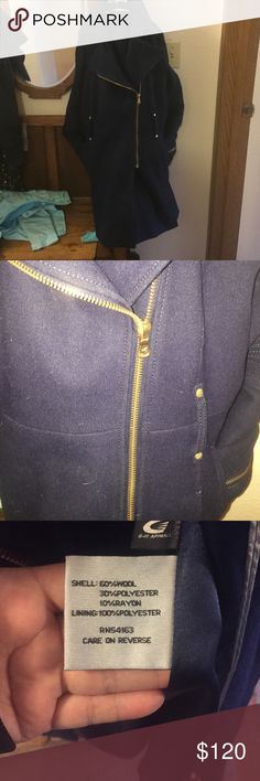 Kenneth Cole Cobalt Blue Pea Coat Size 10 Full Zip Hot item! 💥🔥This kept me warm for years!!! It's been worn but I kept it in really good shape!. It says size 10- it not longer fits. There is no hood but it repels water really good. ☔️☀️⛄️I am sad to see it go but I loved it and I know you will. ❤️ Feel free to ask questions. Thanks. I would describe the blue like cobalt it was hard to not make it look black. The belt is included and is a gold buckle.. Like the zipper Kenneth Cole Jackets…