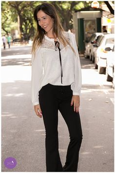 A semana começa com esse look que tem renda, laço e ainda em preto e branco! Lindo demais! #Vemprazas
