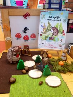 Verteltafel het egeltje trekt erop uit Small World Play, School Themes, Sensory Bins, Games For Kids, Playroom, Fairy Tales, Short Stories, Fall Season, Storytelling