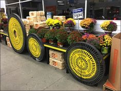 These yellow spray painted Circular Dunnage Racks have been a Fall theme at Walmarts across at least 2 states; Pennsylvania and New Jersey. Having toured 8 separate stores on one recent business tr… Yellow Spray Paint, Produce Displays, Visual Merchandising Displays, Autumn Display, Only At Walmart, Halloween Displays, Shop Fittings, Autumn Theme, Food Festival