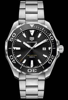 La Cote des Montres : La montre TAG Heuer Aquaracer 300 Mètres 43mm - Une montre en acier équipée d'une lunette en aluminium qui se décline en rouge, noire ou bleue