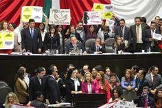 m.e-consulta.com   Como en una cantina, diputados apostaron durante sesión Pensionissste   Periódico Digital de Noticias de Puebla   México 2015