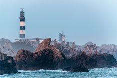 Vous rêvez d'îles entourées d'eaux turquoise, de plages de sable fin et blanc, de petites criques désertes, partez en Bretagne ! Vous aspirez à des îles aux côtes déchiquetées par les vents et les embruns, couvertes d'une lande sauvage aux couleurs changeantes, partez en Bretagne ! Les îles bretonnes sont d'une incroyable richesse et d'une …