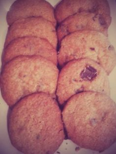 This is a very simple gluten free chewy chocolate chip cookie recipe :). Chewy Chocolate Chip Cookies, Cake Decorating Tips, Baking Tips, Cookie Recipes, Gluten Free, Cakes, Breakfast, Easy, Desserts