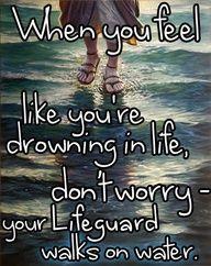 """""""Quando pensate di annegare nella vostra vita, non preoccupatevi... il vostro Salvatore cammina sull'acqua."""" #fede #gesucristo"""