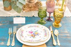Bohemian wedding table setting - love the mismatched dishes and glassware. Beautifully coordinated colors and gold details.