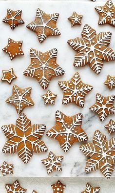Christmas Gift DIY Inspiration Gingerbread star and snowflake cookies with royal icing designs Icing For Gingerbread Cookies, Gingerbread Decorations, Christmas Gingerbread, Royal Icing Cookies, Gingerbread Houses, Star Sugar Cookies, Christmas Sugar Cookies, Christmas Baking, Italian Christmas