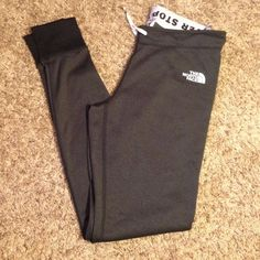 Brand New North Face Leggings! Never been worn , only tried on. Reposhing these because they didn't fit they way i thought! Feel free to ask any questions.                                ❌Trades.                                                                 Send REASONABLE offers.                                                         Bundle with me & save even more! 20% off your bundle of 3+ items! North Face Pants Leggings