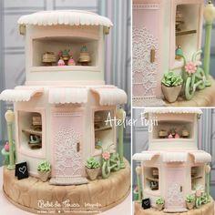 """Marcia Fujii - Arte em Bolos on Instagram: """"Um bolo patisserie lindo e delicado, com detalhes fofos, para a querida @thammynavarrofestas !!! . . #bolocenografico #bolosexclusivos…"""" Crazy Cakes, Fancy Cakes, Fondant Cakes, Cupcake Cakes, Cupcakes, Parisian Cake, Sweet Birthday Cake, Little Girl Cakes, Realistic Cakes"""