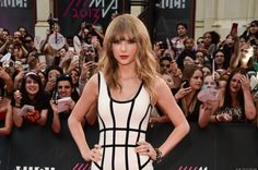 Taylor Swift decided to go for something different this past weekend when she attended the MuchMusic Video Awards held in Toronto, Canada on June 16 (Sunday).