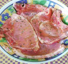 Para você que quer fazer uma carne de porco bem temperada e bem saborosa, eu vou ensinar como fazer tempero para carne de porco simples e infalível! Você pode fazer essa receita para temperar carne de porco para churrasco, para assar e também para fritar. O segredo desse tempero caseiro para carne de porco está em