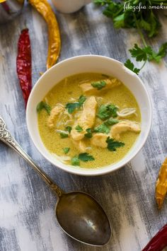 Thai chicken broth from the North - easy thai soup Supper Recipes, Thai Recipes, Indian Food Recipes, Asian Recipes, Soup Recipes, Chinese Recipes, Thai Chicken Noodles, Asian Soup, Joy Of Cooking