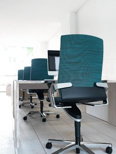 ON office chair with Trimension | Three dimensional, synchro-adjusted dynamic seating | Design: wiege | By Wilkhahn | #on