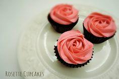 『ロゼッタカップケーキ』って知ってる? - mamagirl | ママガール Rosette Cupcakes, Rosettes, Desserts, Food, Tailgate Desserts, Deserts, Meals, Dessert, Yemek