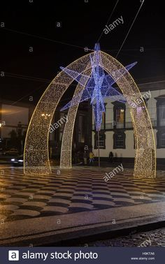Download this stock image: Christmas Lights in Funchal, Madeira - H9KTA6 from Alamy's library of millions of high resolution stock photos, illustrations and vectors.