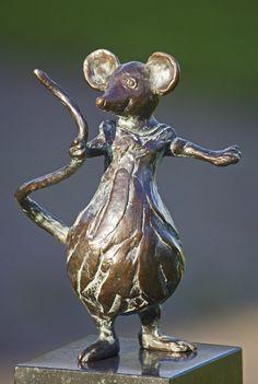 Yvonne Visser - Bronzen Beelden Ceramic Animals, Ceramic Art, Concrete Sculpture, Garden Animals, Country Art, Happy Animals, Animal Sculptures, Art Plastique, Cute Art