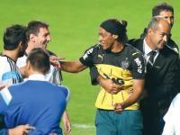 Brasil 2014: doble de Ronaldinho llegó hasta Messi y le hizo reír