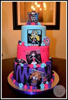 How do you do those pictures of monster high people with fondant or upload monster high characters Monster High Party, Monster High Birthday Cake, Festa Monster High, Monster High Cakes, Cupcakes, Cupcake Cakes, Fete Anne, Decors Pate A Sucre, Party Fiesta