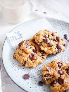 För sisådär två år sedan tog jag fram ett recept på nyttiga chocolate chip cookies som görs på kikärtor! De är veganska, glutenfria, fria från vitt socker OCH smakar helt fantastiskt! Idag bakade jag dem igen och har utvecklat receptet lite. Även om