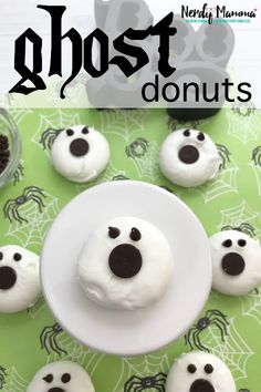 It's freaking ghost donuts. You can call them ghoul donuts. Or Mini-Donut Ghosts. But they're donuts that are ghosts. And they're delicious--as well as ghastly and kind of fun. It's freaking ghost Halloween Breakfast, Halloween Donuts, Halloween Desserts, Halloween Food For Party, Easy Halloween, Halloween Treats, Easy Desserts, Dessert Recipes, Halloween Stuff