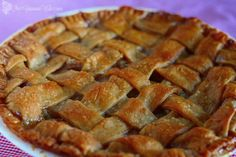 Traditional Apple Pie recipe that won't disappoint. Classic sweet apple pie filling in a flaky pie crust topped with a glaze makes this pie unforgettable. Old Fashioned Peach Cobbler, Old Fashioned Apple Pie, Southern Peach Cobbler, Classic Apple Pie Recipe, Delicious Desserts, Yummy Food, Yummy Recipes, Peach Cobblers, Apple Pie Recipes