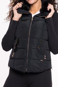 Weste von GAUDI   modische Weste mit Fellkragen   seitlich erweiterbar durch Reißverschluss   Einschubtaschen vorne mit Druckknopf und Reißverschluss   Gaudi Logo an der Front  Material: 100% Polyester