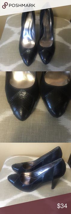 "Alfani Black Leather & Suede Pumps 8.5M Excellent condition minor tear on right heel.  Alfani Black Leather & Suede Pumps 8.5M With 4.5"" Stiletto Heels. Alfani Shoes Heels"