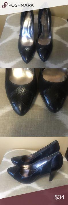 "Alfani Black Leather & Suede Pumps 8.5M Excellent condition minor tear on right heel.  Alfani Black Leather & Suede Pumps 8.5M With 4.5"" Stiletto Heels. Alfani Shoes Heels"