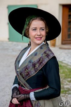 Folk Costume, Costumes, French Costume, Old School Fashion, French People, Folk Dance, French Countryside, People Around The World, Traditional Dresses