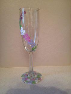 Polka dots wrap around wine glass