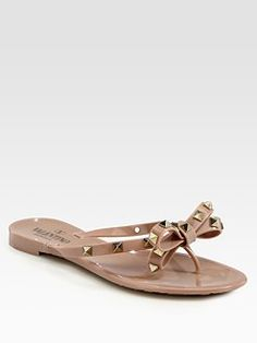 edgy yet sweet (like me) nude flip-flops ;)
