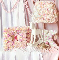 Lampka nocna ręcznie wykonana z kwiatów 🌺 Flower Mirror, Flower Lamp, Flower Letters, Kidsroom, Flowers, Instagram, Home Decor, Atelier, Bedroom Kids