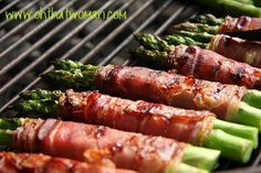 Prosciutto and asparagus are a classic combination. And for good reason - it's delicious! Here's a more modern twist where we grill it. Bacon Wrapped Asparagus, Prosciutto Wrapped Asparagus, Grilled Asparagus, Great Recipes, Favorite Recipes, Vegetable Dishes, Italian Recipes, Cooking Recipes, Grilling Recipes