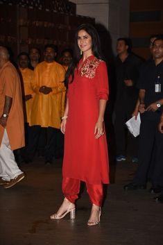 Shah Rukh, Salman And Aamir Make A Rare Appearance Together At The Ambani's Ganesh Chaturthi Party! Bollywood Outfits, Pakistani Outfits, Bollywood Fashion, Indian Outfits, Bollywood Actress, Bollywood Stars, Katrina Kaif Dresses, Indian Bridal Couture, Katrina Kaif Photo
