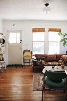 Dark Wood Floors Ideas Designing Your Home (DIY) - design bisa Home Living Room, Living Room Decor, Living Spaces, Dining Room, Bungalow Living Rooms, Wooden Floors Living Room, Dining Tables, Kitchen Living, Apartment Living
