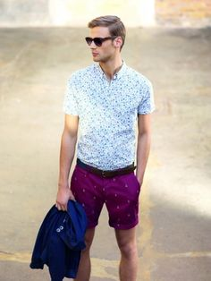 Men's summer outfit, bright colours, light shirt and understated, elegant patterns on magenta shorts!