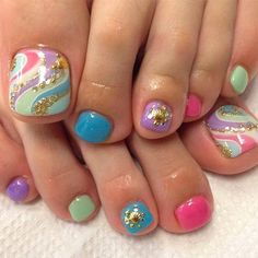 The advantage of the gel is that it allows you to enjoy your French manicure for a long time. There are four different ways to make a French manicure on gel nails. Pedicure Designs, Pedicure Nail Art, Diy Nail Designs, Nail Polish Designs, Toe Nail Art, Pretty Toe Nails, Cute Toe Nails, Fancy Nails, Diy Nails