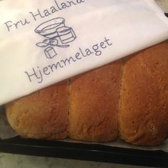 Grovbrød med cottage cheese – Fru Haaland Cottage Cheese, Scones, Banana Bread, Health Fitness, Food And Drink, Desserts, Image, Liverpool, June