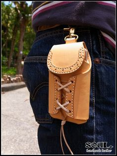 皮革手機套 Leather Belt Pouch, Leather Holster, Leather Phone Case, Leather Belts, Leather Backpack, Leather Art, Leather And Lace, Leather Workshop, Pouch Pattern