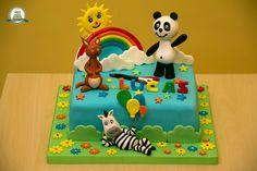 Panda e os Caricas Bolo Panda, 1 Year Baby, Panda Cakes, Panda Party, Baby Shawer, Canal E, Cake Batter, Cake Toppers, Party Themes