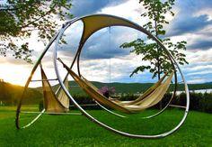 """Gilbert Tourville'in """"sonsuzluk"""" fikri üzerine üç ayağa oturttuğu yer hamağı IFFS International Furniture Fair Singapore'da büyük ilgi gördü.  #42maslak #hammock #relax #design #interesting"""