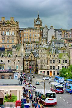 Waverley Bridge et Cockburn street - Edinburgh, Scotland